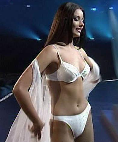 СПАСИБО... красивые девки в сексуальных платьях и чулках помочь разослал пост